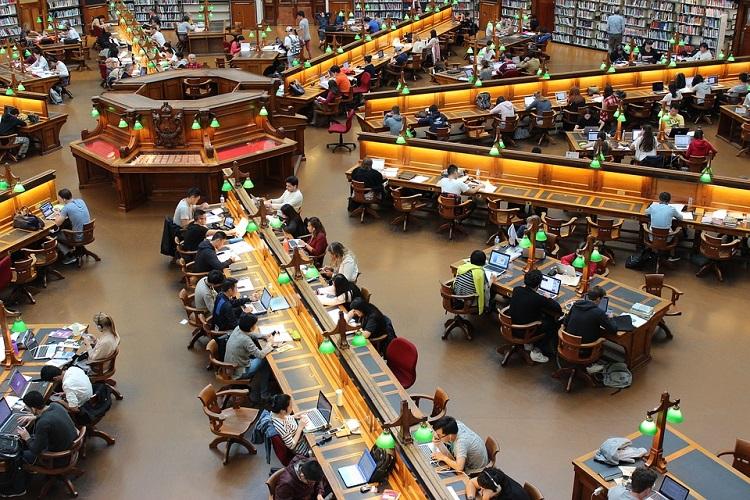 Bibliothek Studenten